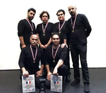 گروه موسیقی «چاهی» در پاریس به روی صحنه رفتایرانیها شگفتی ساز فرانسه شدند (گزارش تصویری)