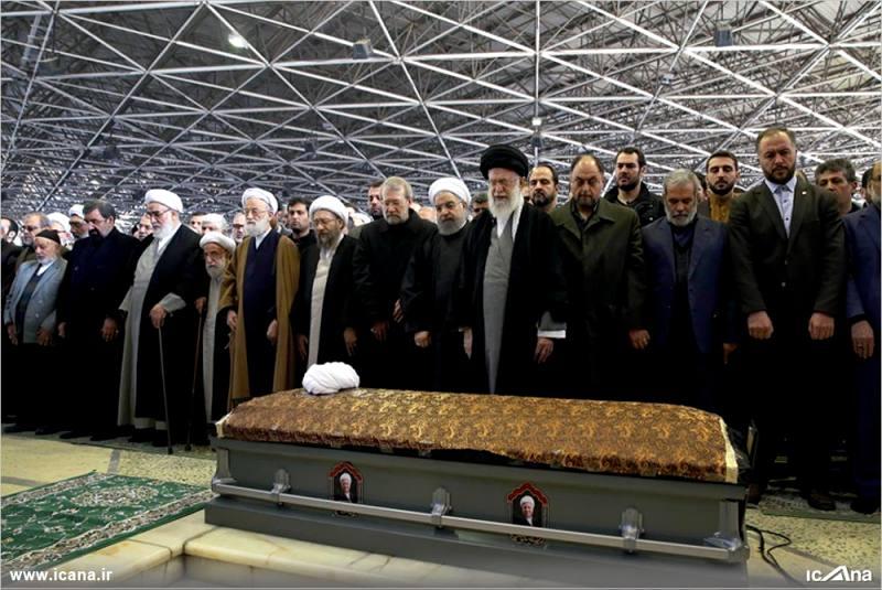 گزارش تصویری/ اقامه نماز توسط رهبر انقلاب بر پیکر آیت الله هاشمی رفسنجانی