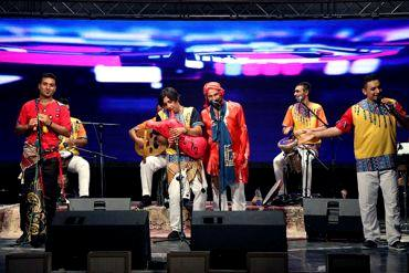 حضور «آوای موج» به عنوان یکی از جوانترین گروه های موسیقی در جشنواره موسیقی فجر امسال«آواج موج» در سیزدهمین جشنواره ملی خود، به «فجر» رسید