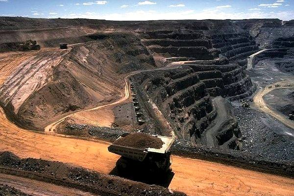 استخراج از بزرگترین معدن سرب و روی کشور در مهریز آغاز شد
