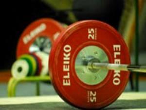 فدراسیون وزنهبرداری چین یک سال تعلیق شد