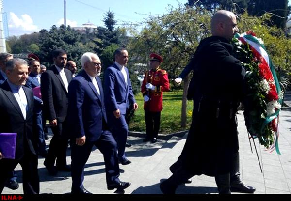 ظریف نسبت به کشتهشدگان استقلال گرجستان ادای احترام کرد