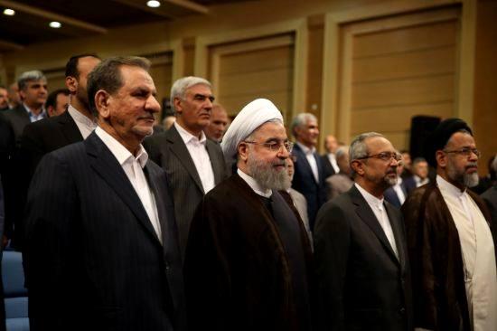 روحانی در حال رایزنی برای کابینه دوازدهم/ پررنگ تر شدن انتقاد اصلاح طلبان از چینش وزرا/ ترکیب تیم اقتصادی دولت چگونه خواهد شد؟