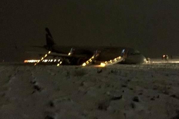برخورد شدید هواپیمای ایرفلوت با باند فرودگاه