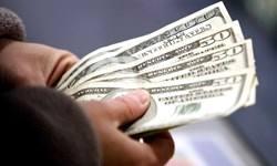 روند صادرات با نگرانی بابت چگونگی بازگرداندن ارز کُند شد/ زیان صادر کننده با تفاوت نرخ آزاد و دولتی ارز