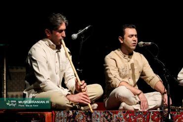 گزارش تصویری «موسیقی ایرانیان» از گروه موسیقی «آن» در جشنواره موسیقی فجر«مجتبی عسگری» با همراهی شاگردان «محمدرضا لطفی» از ایران خواند