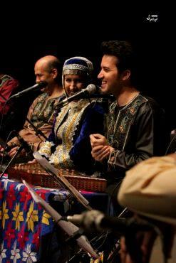 «هم آوایان تاسیان» در اولین شب زمستان ۹۵ به روی صحنه رفتندگزارش تصویری «موسیقی ایرانیان» از کنسرت گیلکی گروه «هم آوایان تاسیان» در تهران