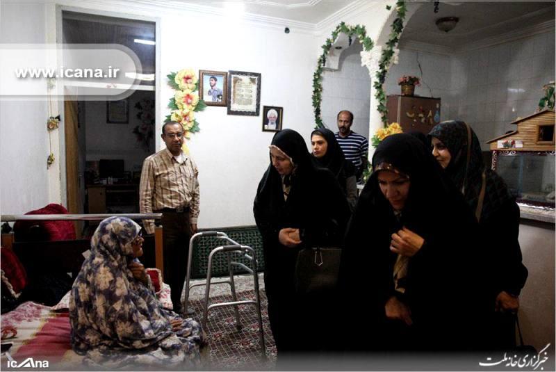 گزارش تصویری/ عیات بانوان نماینده کمیسیون فرهنگی مجلس از یک خانواده شهید و یکی از طلاب و فعالان فرهنگی شهر بندرعباس
