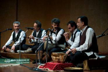 گزارش تصویری «موسیقی ایرانیان» از کنسرت گروه موسیقی «شواش» در جشنواره موسیقی فجرتقدیر دبیر جشنواره موسیقی فجر از گروه موسیقی «شواش»