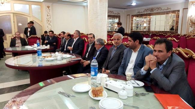 یوسف نژاد تنها حاضر جلسه مشورتی فراکسیون امید از مازندران+تصاویر