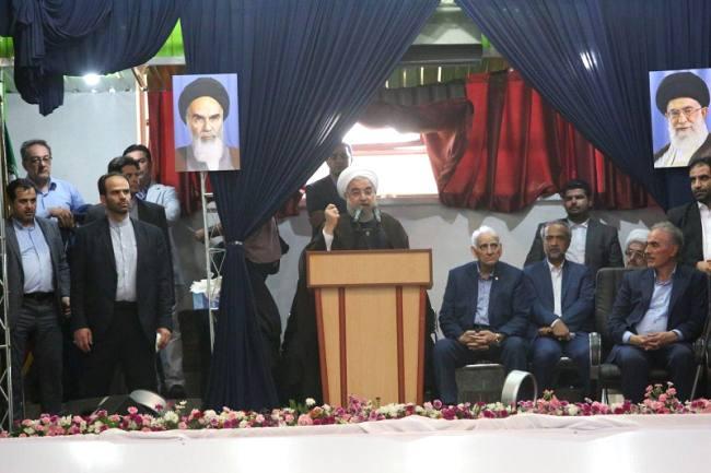 استقبال 25 هزار نفری از دکتر روحانی/ بنفش روحانی در مازندران سبز شد/ سونامی رای به گفتمان اعتدال و عقلانیت در ساری + تصاویر