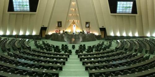 برخی نمایندگان مجلس را بیخاصیت کردهاند/فقط دنبال رأیآوری هستند