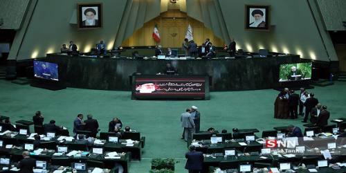 مستقلین به دنبال ابقای لاریجانی