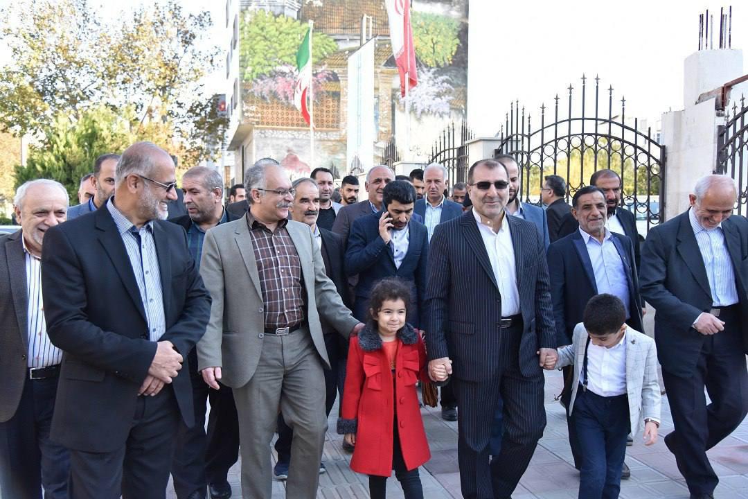 ثبت نام یار علی نیازی چهره شاخص مرکز استان در اولین روز از مهلت ثبت نام داوطلبان ورود به مجلس یازدهم