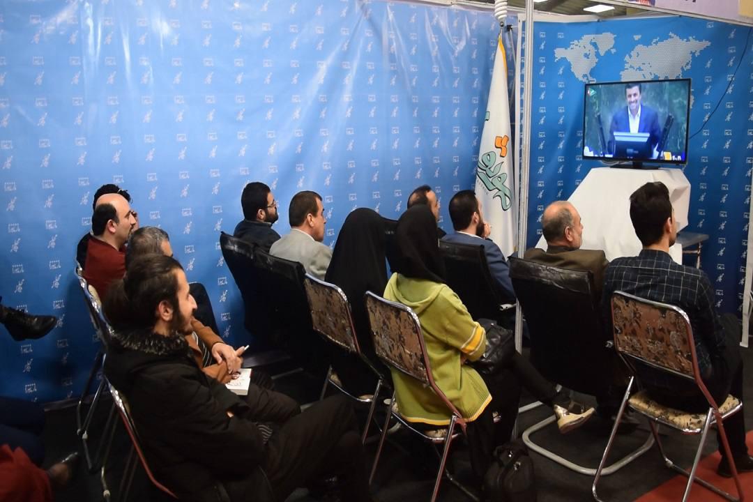 """گزارش تصویری مراسم رونمایی از مستند """"تاریخ تقنین"""" در غرفه گروه رسانه ای موثق"""
