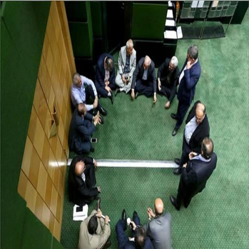 نمایندگان غایب کار دست استان دادند