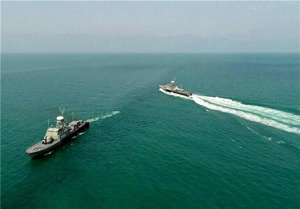 رژه یگانهای سطحی و پروازی نیروی دریایی ارتش در بزرگترین دریاچه جهان + تصاویر
