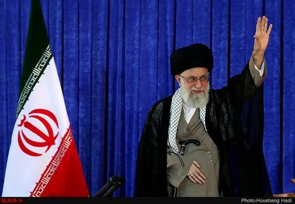 حضور رهبر انقلاب در منزل خانواده شهدای مشهد