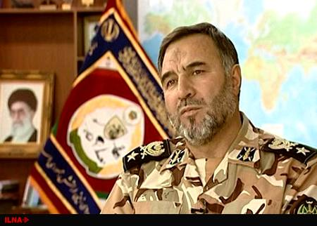 فرمانده نیروی زمینی ارتش در مناطق زلزلهزده حاضر شد