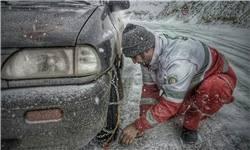 بارش برف و باران در محورهای کندوان و هراز/ رانندگان به زنجیرچرخ مجهز شوند