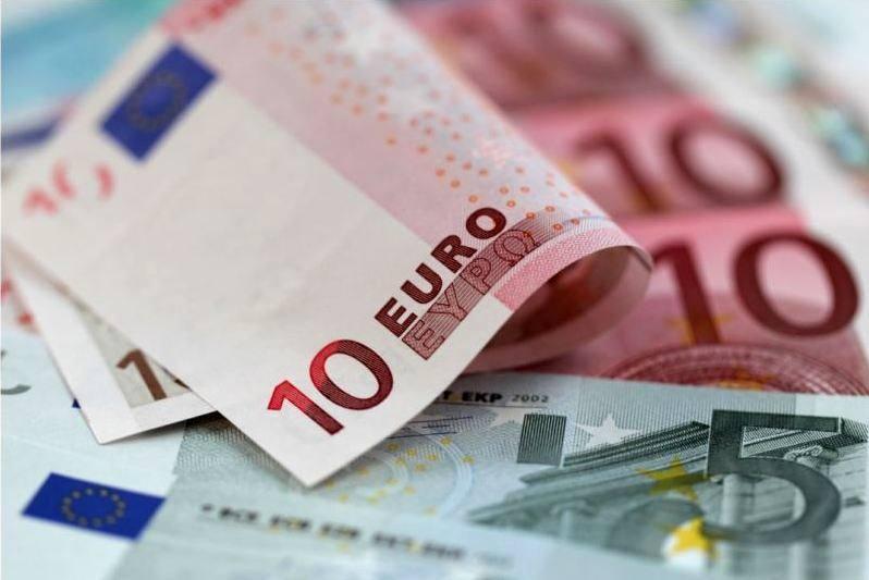 قیمت یورو در بانک مرکزی کاهش یافت