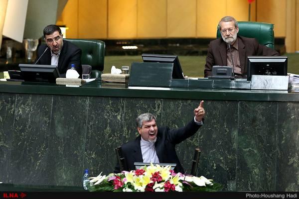 قیافه احمدینژاد به دفاع از آزادی و دموکراسی نمیخورد/ اصولگرایانی که میگفتند امام زمان به ایشان نظر دارد چرا سکوت کردهاند