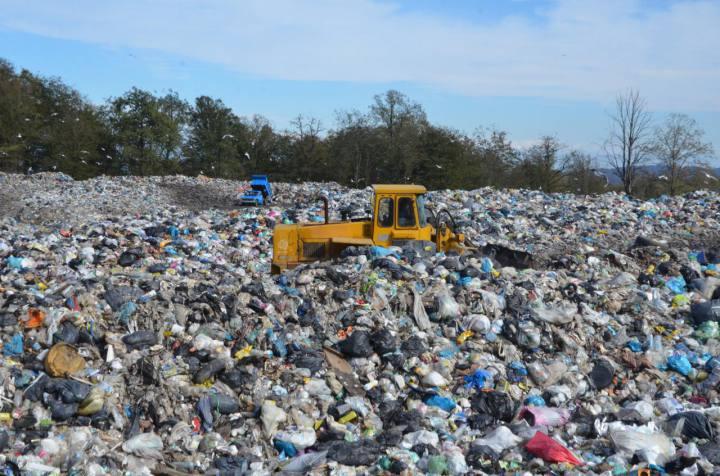 سازمان برنامه و بودجه به حل مشکل زباله در شمال کشور موقتی نگاه نمی کند