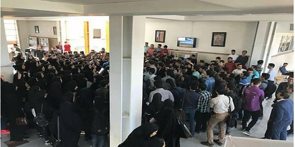 ترک سالن سخنرانی در اعتراض به عدم توجه رییس جمهور