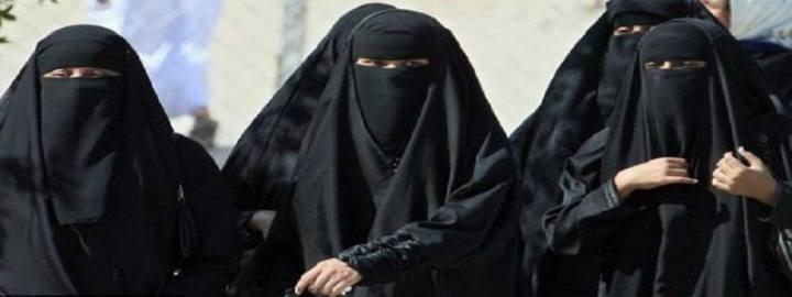 درخواست از زنان عربستان برای سوزاندن برقعهایشان جنجال به پا کرد!