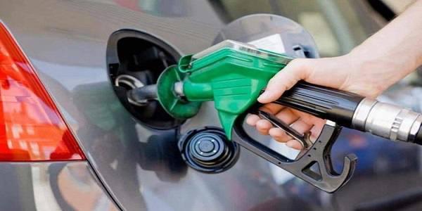 گران کردن بنزین بدون اطلاع مجلس/ مگر مردم دزد هستند که با آن ها غافلگیرانه برخورد می کنیم