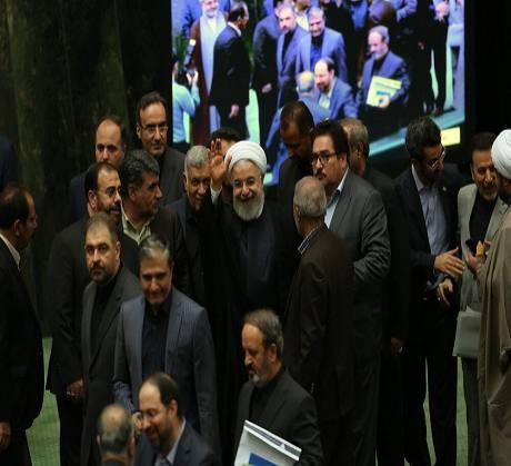 روحانی در حلقه محاصره نمایندگان مجلس